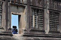 Angkor (Cambodia): bridesmaids after a wedding, at Angkor Wat