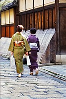 NR Kimono dressed women , Geon district, Kyoto old quarter