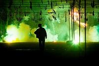 Mascleta nocturna, fuegos artificiales y abanico de fuegos en las Fallas de Valencia, dia de San Jose, previo a la Crema