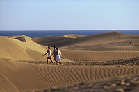 People on sand dunes in the sunlight, Maspalomas, Gran Canaria, Canary Islands, Spain, Europe