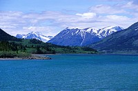 Bennett Lake in front of snow covered mountains, Carcross, Yukon Territory, Canada, America