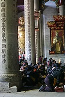 Guardians watch over pilgrims, prayer, Great Hall, Taoist Heng Shan south, Hunan province, Hengshan, Mount Heng, China, Asia
