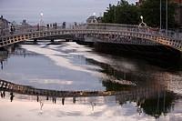 Ha´penny Bridge Reflection, Liffey Ha´penny Bridge, River Liffey, Dublin, Ireland