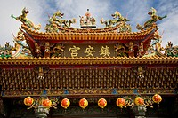 Details of the roof of a daoist temple, main hall zhenangong, Kending, Kenting, Republic of China, Taiwan, Asia