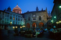 People sitting at a sidewalk cafe in the evening, Piazza Vecchia, Bergamo, Lombardia, Italy, Europe