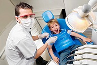 Dentist examining a boy´s teeth