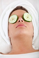 Woman enjoying her facial treatment _ beauty concepts