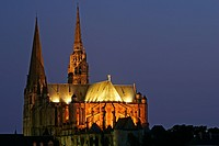 CHARTRES CATHEDRAL SEEN AT NIGHT, EURE_ET_LOIR 28, FRANCE