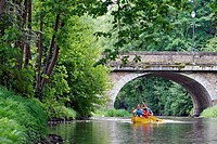 PASSING A STONE BRIDGE, CANOEING_KAYAKING DOWN THE HUISNE BETWEEN MARGON AND NOGENT_LE_ROTROU, REGION OF PERCHE, EURE_ET_LOIR 28, FRANCE