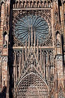 ROSE WINDOW IN THE STRASBOURG CATHEDRAL, STRASBOURG, BAS RHIN 67, ALSACE, FRANCE, EUROPE
