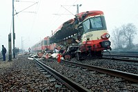 TRAIN ACCIDENT ON 12/01/93 IN SAINT_LEU_D´ESSERENT, FRANCE