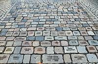 Pflastersteine mit Namen von Aids_Toten in Köln von 1992_2000, Köln, Nordrhein_Westfalen, Deutschland, Europa