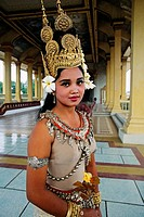 NR Apsara dancer in the Royal Palace