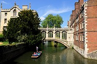 Punting by the Bridge of Sighs, St John's College, Cambridge, England, UK
