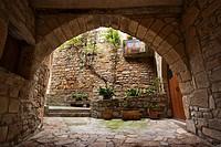 Vista d´un arc del carrer de Passanant, Conca de Barberà, Catalunya