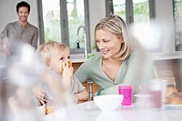 Woman eating breakfast with her son (thumbnail)