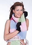 Akt mit Schal und Handschuhen