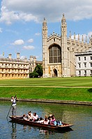 Punting on the River Cam at Kings College Chapel, Cambridge, England, UK