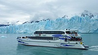 Tourist cruises to observe glaciers, Los Glaciares National Park, Patagonia, Argentina