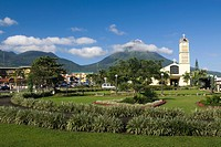 Central park and catholic church _ La Fortuna