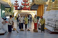 people person myanmar shwedagon paya pagoda