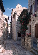 France, Rhone Valley, Viviers, village, cobble stone street