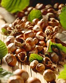 Shelled and unshelled hazelnuts