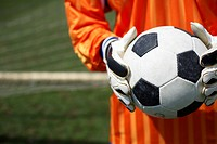 Goalkeeper holding ball (thumbnail)
