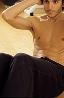 Darkhaired Man doing Sit_Ups _ Physicalness _ Sportiness