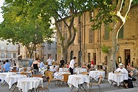 People at tables of a restaurant at Place du Palais, Avignon, Vaucluse, Provence, France, Europe