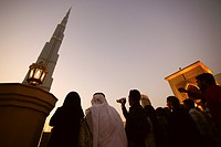 People in front of the Burj Khalifa in the evening, Burj Chalifa, Dubai, UAE, United Arab Emirates, Middle East, Asia