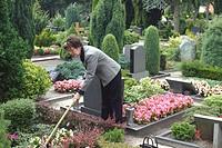 woman doing gravework