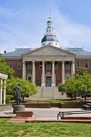 The front of the Maryland state capitol building in Annapolis, the oldest statehouse in the United States  A statue of Thurgood Marshall is in the par...