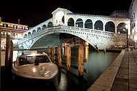 Night shot of 'Ponte di Rialto' - Rialto bridge in Venice, Italy