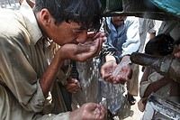water distribution to victims of floods in pakistan
