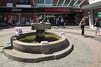 Germany, Krefeld, Rhine, Lower Rhine, North Rhine-Westphalia, Schwanen Market, well, entrance to the Schwanen Markt City Center, shopping center, shop...