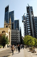 London's main financial district, the City of London : the Lloyd's Building, architect : Richard Rogers, St Andrew Undershaft church, London. United K...