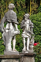 GARDEN IN THE PALAZZO PFANNER WITH ITS STATUES, ITS ROSEBUSHES AND LEMON TREES, LUCCA, TUSCANY, ITALY