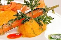 GLAZED CARROTS WITH CORIANDER, RELAIS ET CHATEAUX HOTEL AT THE CHATEAU DE CURZAY, VIENNE 86, FRANCE