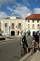 Two cyclists by the former 1807 Market House The Crown at Marlow, Buckinghamshire  The Obelisk commemorates the Hatfield to Bath turnpike road