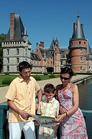 FAMILY READING AND PLAYING THE GAMES IN A GUIDE BOOK ON THE HISTORY OF THE CHATEAU DE MAINTENON, EURE_ET_LOIR 28, FRANCE