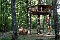 TREEHOUSES IN THE LANDRY WOODS, DOMAINE DU BOIS LANDRY, CHAMPROND_EN_GATINE, PERCHE, EURE_ET_LOIR 28, FRANCE