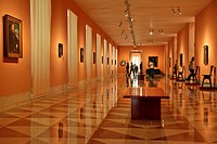 VISITOR IN ONE OF THE 18 EXHIBITION HALLS, THYSSEN_BORNEMISZA MUSEUM MUSEO OF FINE ARTS, MADRID, SPAIN