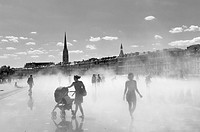 France, Gironde, Bordeaux, World Heritage Site, Miroir d´eau Water mirror and Place de la Bourse