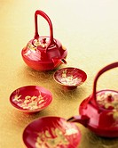 Lacquered sake pot and cups