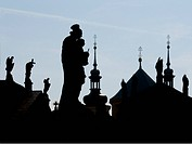Czech Republic, Praha, Silouhettes of buildings and statues