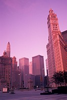 Chicago, IL, skyline, Illinois, Downtown skyline of Chicago at sunrise.