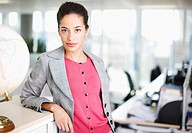 Businesswoman in office (thumbnail)