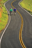 Usa, Northen California, bicycle riders on country road
