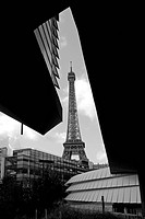 France, Paris, Eiffel Tower view from Quai Branly museum